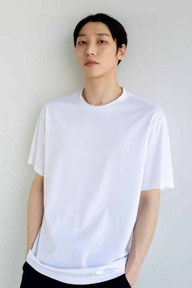 Silk cutting t-shirt (White)  [Unisex]